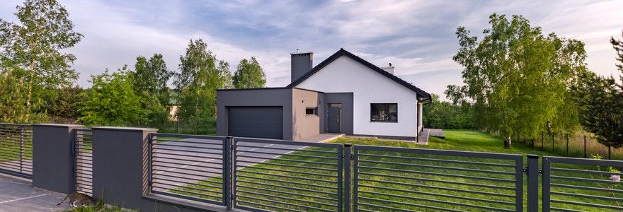 clôture ou un portail en aluminium